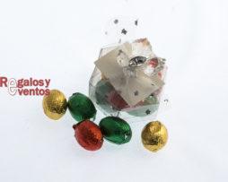 cajita hexagonal con chocolates y pick floral