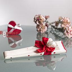 blanco lunares rojos pick floral a juego y lazo en rojo