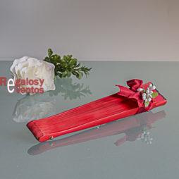 abanico rojo con pick floral y lazo rojo
