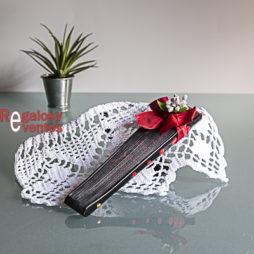 abanico negro con lunares rojos pick floral y lazo rojo
