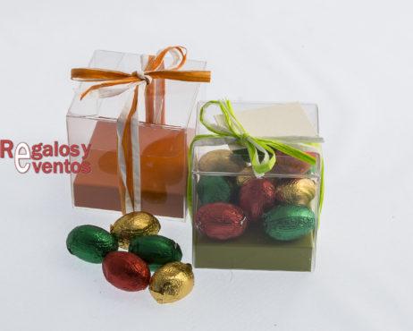 cajita cuadrada con chocolates