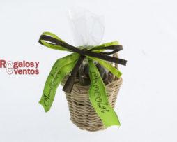 chocolates para bodas – cesto con aceitunas de chocolate