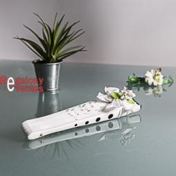 blanco lunares negros con pick floral a juego