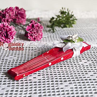 abanico rojo lunares blancos pick floral a juego y lazo blanco