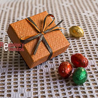 chocolates para bodas en cajita naranja con lazo a juego
